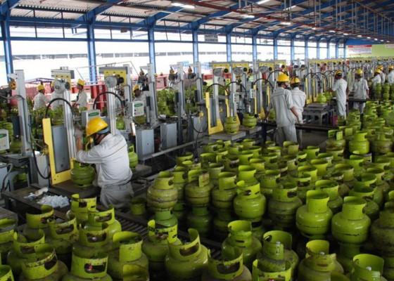 Nusabali.com - konsumsi-bbm-jenis-gasoline-anjlok-selama-nataru-avtur-dan-lpg-meningkat