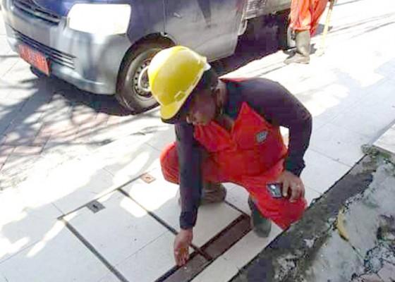 Nusabali.com - dikeluhkan-masyarakat-trotoar-jebol-diperbaiki-pupr