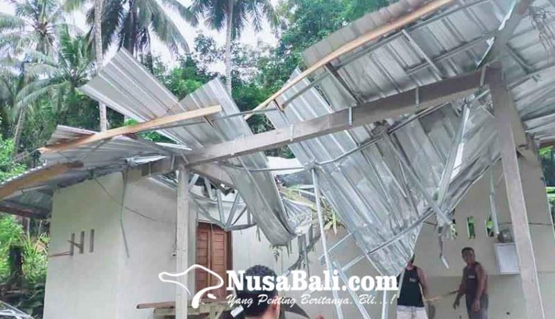 www.nusabali.com-pohon-tumbang-timpa-wantilan-pura-keluarga