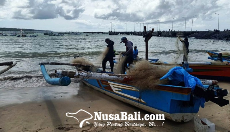 www.nusabali.com-gelombang-tinggi-nelayan-kedonganan-tak-melaut