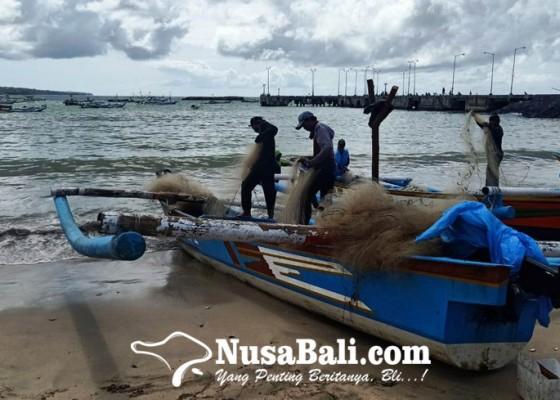 Nusabali.com - gelombang-tinggi-nelayan-kedonganan-tak-melaut