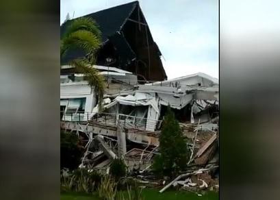 Nusabali.com - gempa-majene-tewaskan-tiga-orang-2000-warga-mengungsi
