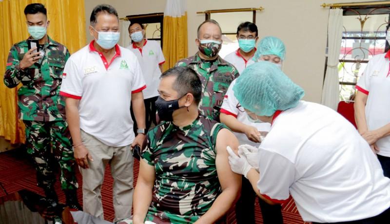 www.nusabali.com-pangdam-divaksin-covid-19-di-rsud-wangaya-denpasar