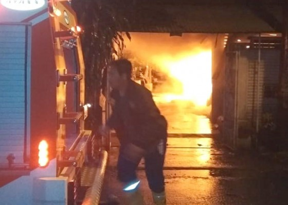 Nusabali.com - rumah-pensiunan-dokter-terbakar