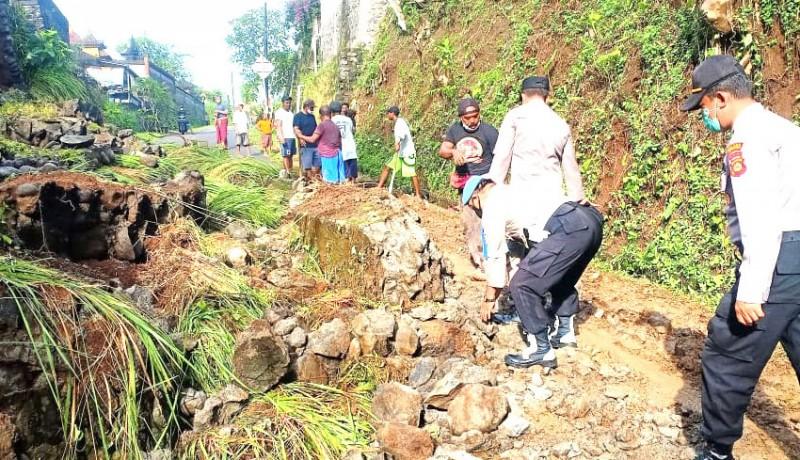 www.nusabali.com-hujan-lebat-senderan-pura-pasek-di-getakan-longsor