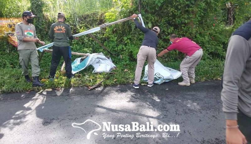 www.nusabali.com-satpol-pp-tertibkan-baliho-kedaluwarsa