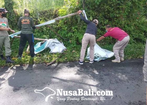 Nusabali.com - satpol-pp-tertibkan-baliho-kedaluwarsa