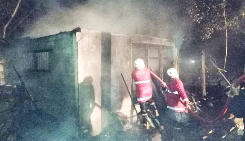 www.nusabali.com-gudang-kayu-di-banjar-penatahan-terbakar