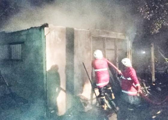 Nusabali.com - gudang-kayu-di-banjar-penatahan-terbakar