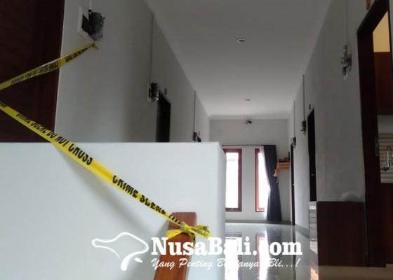 Nusabali.com - perempuan-cantik-ditemukan-tewas-telanjang-bersimbah-darah-di-kamar-homestay