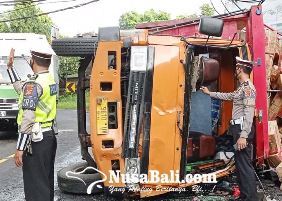 Nusabali.com - rem-blong-truk-terguling-dua-sopir-terlempar-2-meter