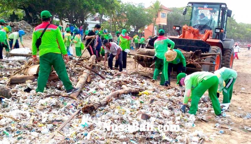 www.nusabali.com-dinas-lhk-bersihkan-2500-ton-sampah-kiriman