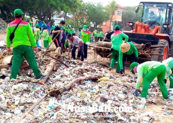 Nusabali.com - dinas-lhk-bersihkan-2500-ton-sampah-kiriman