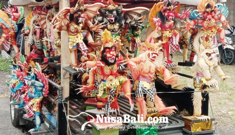 www.nusabali.com-penjual-ogoh-ogoh-mini-sepi-pembeli