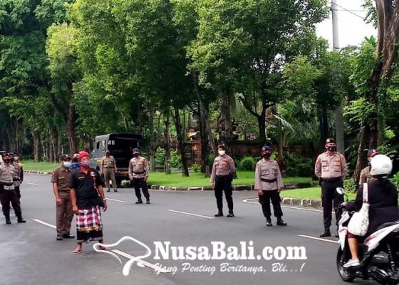 Nusabali.com - denpasar-gelontor-rp-25-m-untuk-petugas-ppkm
