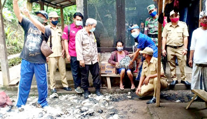 www.nusabali.com-ditinggal-kondangan-rumah-warga-kayuputih-terbakar