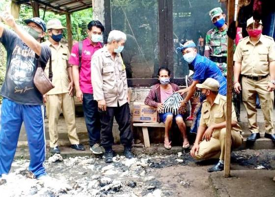 Nusabali.com - ditinggal-kondangan-rumah-warga-kayuputih-terbakar