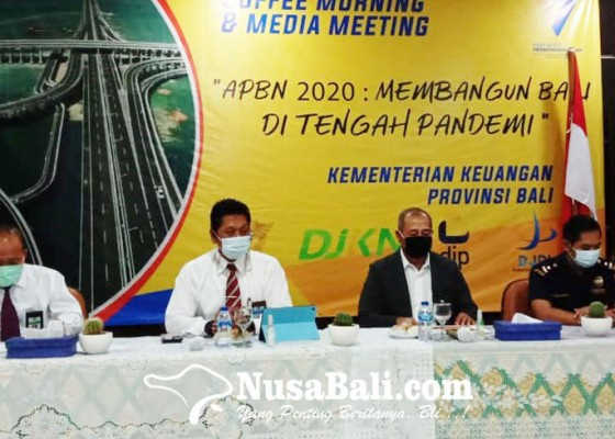 Nusabali.com - sektor-perdagangan-serap-kur-terbesar