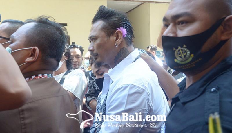 www.nusabali.com-pt-denpasar-pangkas-hukuman-jerinx-jadi-10-bulan
