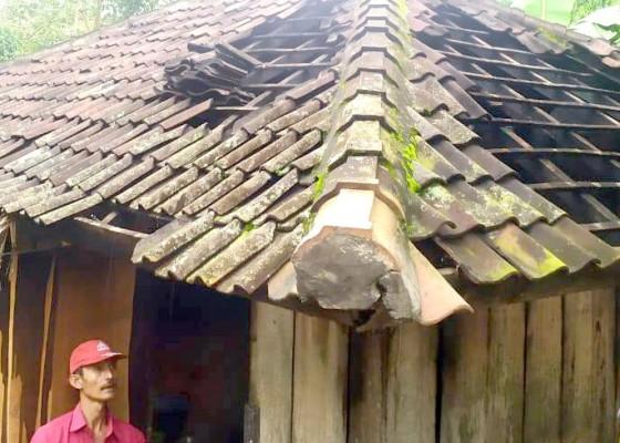 Nusabali.com - dapur-terbakar-pemilik-selamat
