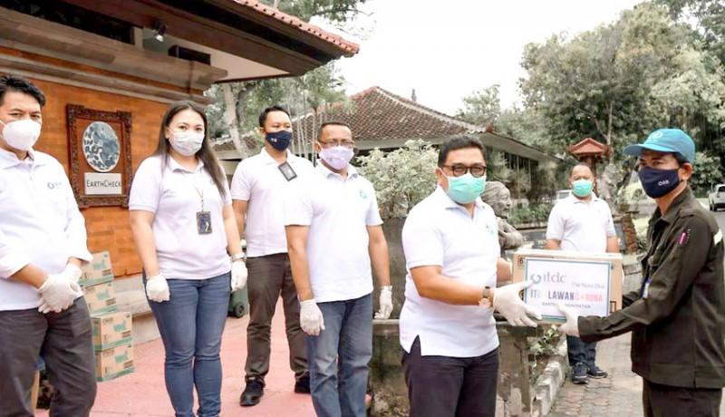 www.nusabali.com-itdc-serahkan-bantuan-untuk-330-petugas-kebersihan-dan-satpam