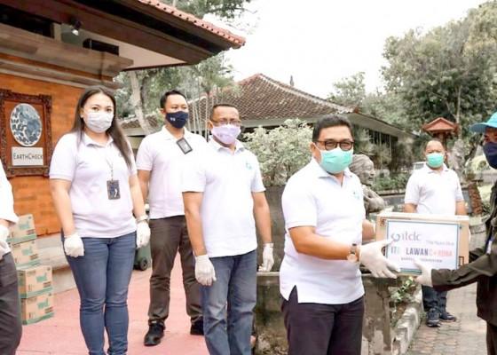 Nusabali.com - itdc-serahkan-bantuan-untuk-330-petugas-kebersihan-dan-satpam