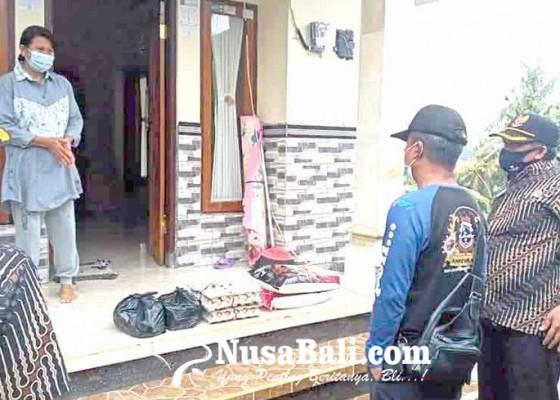 Nusabali.com - perangkat-desa-tegallingah-urunan-beli-sembako