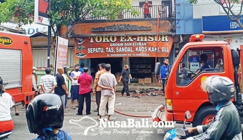 www.nusabali.com-toko-sandal-dan-sepatu-di-pasar-anyar-buleleng-terbakar