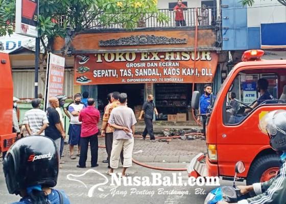 Nusabali.com - toko-sandal-dan-sepatu-di-pasar-anyar-buleleng-terbakar