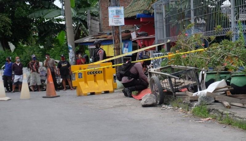 www.nusabali.com-granat-dan-peluru-ditemukan-di-bawah-jembatan-pakis-surabaya