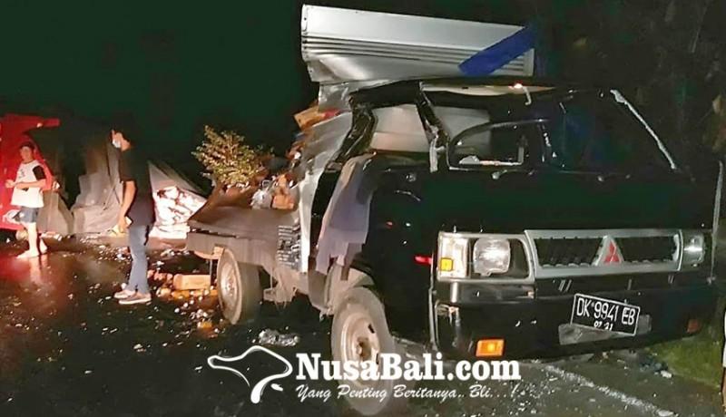 www.nusabali.com-rem-blong-truk-seruduk-mobil-box-lalu-terguling