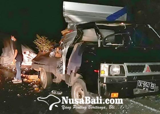 Nusabali.com - rem-blong-truk-seruduk-mobil-box-lalu-terguling