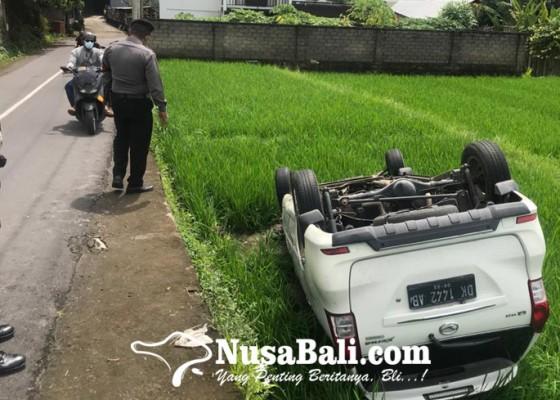 Nusabali.com - xenia-terguling-di-tampaksiring-penumpang-wna-afrika-selamat
