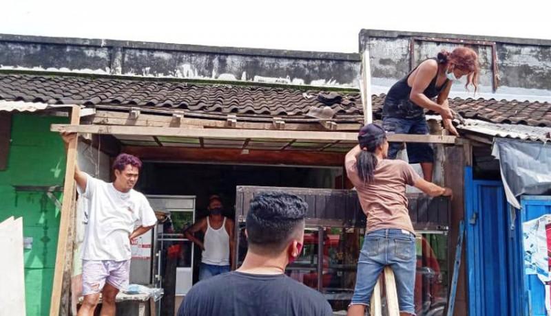 www.nusabali.com-angin-puting-beliung-terjang-pasar-tradisional-lempuyang