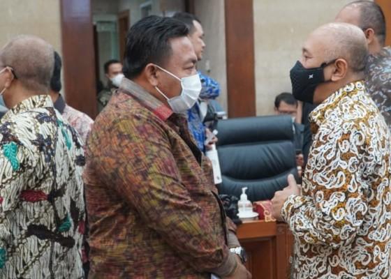 Nusabali.com - nyoman-parta-kritisi-menteri-koperasi-dan-ukm