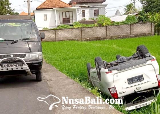 Nusabali.com - taxi-terguling-ke-sawah-wna-selamat