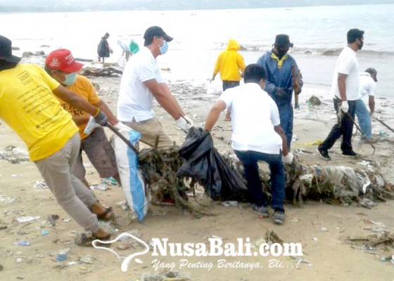 Nusabali.com - komponen-pariwisata-bersih-bersih-pantai-kedonganan