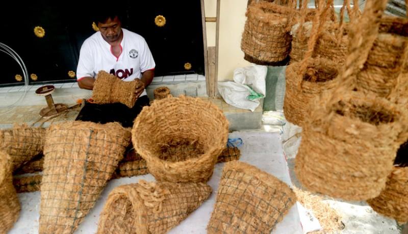 www.nusabali.com-pot-bunga-sabut-kelapa