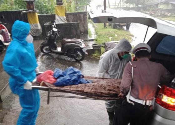Nusabali.com - tabrak-pantat-bus-wanita-tewas-di-tkp