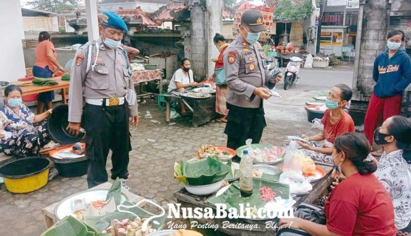 www.nusabali.com-polsek-kubu-dan-abang-bagikan-masker