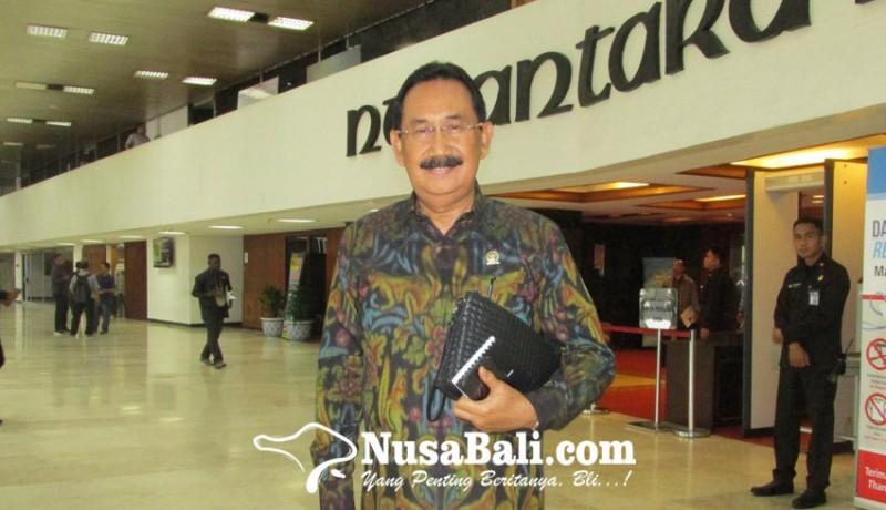 www.nusabali.com-aa-gde-agung-sambut-positif-menparekraf-berkantor-di-bali