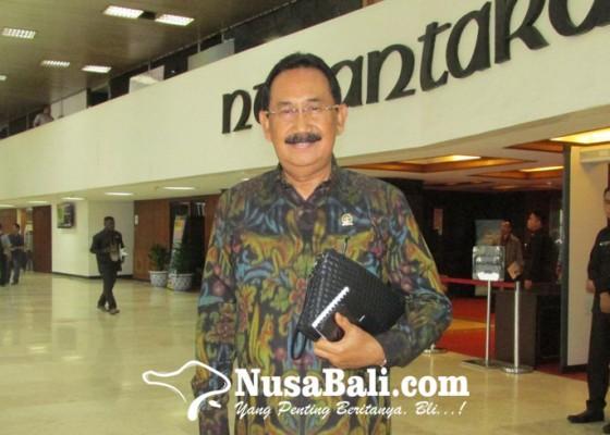 Nusabali.com - aa-gde-agung-sambut-positif-menparekraf-berkantor-di-bali