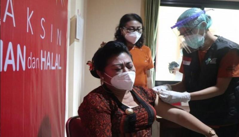 www.nusabali.com-kick-off-vaksin-covid-19-di-karangasem-mas-sumatri-jadi-orang-pertama-divaksin