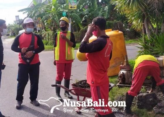 Nusabali.com - dinas-pupr-buat-dua-sumur-resapan-di-legian