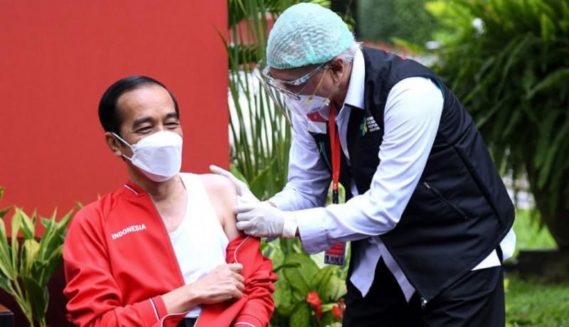 www.nusabali.com-kenakan-singlet-presiden-jokowi-jalani-vaksinasi-kedua
