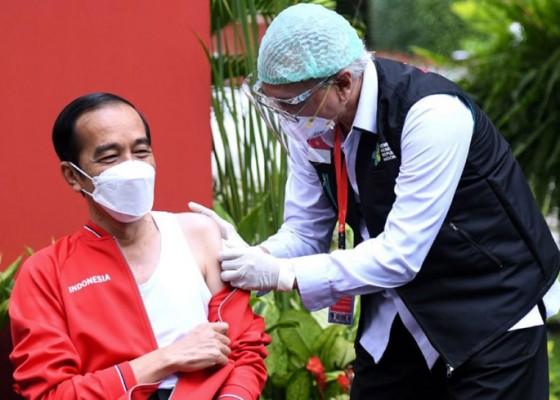 Nusabali.com - kenakan-singlet-presiden-jokowi-jalani-vaksinasi-kedua