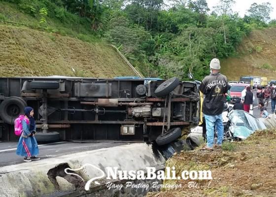 Nusabali.com - luka-luka-5-orang-sekeluarga-dilarikan-ke-rsud-buleleng
