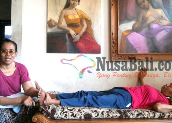 Nusabali.com - obati-ratusan-pasien-dengan-terapi-pijat-menolak-disebut-balian