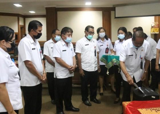 Nusabali.com - sekertariat-dewan-badung-musnahkan-275-berkas-arsip-in-aktif