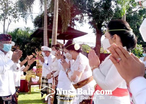 Nusabali.com - pejabat-berkebaya-menor-jadi-cibiran